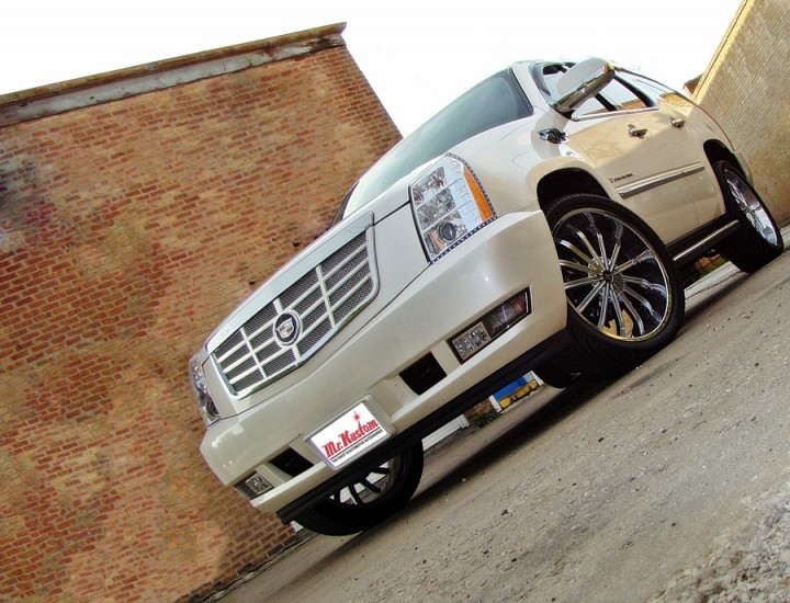 2007 Cadillac Escalade E&G Classics Grille and Oracle LED Strip Lighting – Mr. Kustom Chicago