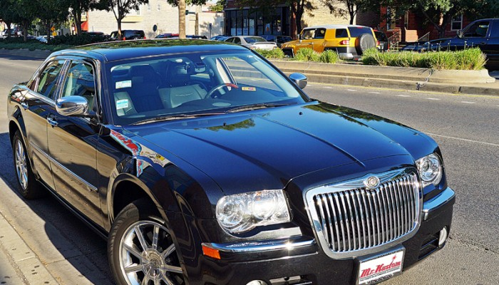 2010Chrysler300CHemiChromeBigToothGrille
