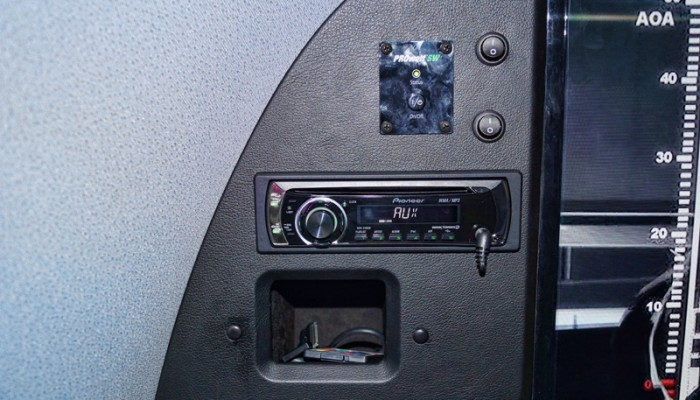 2012MercedesBenzSprinterVanAlpineRadio