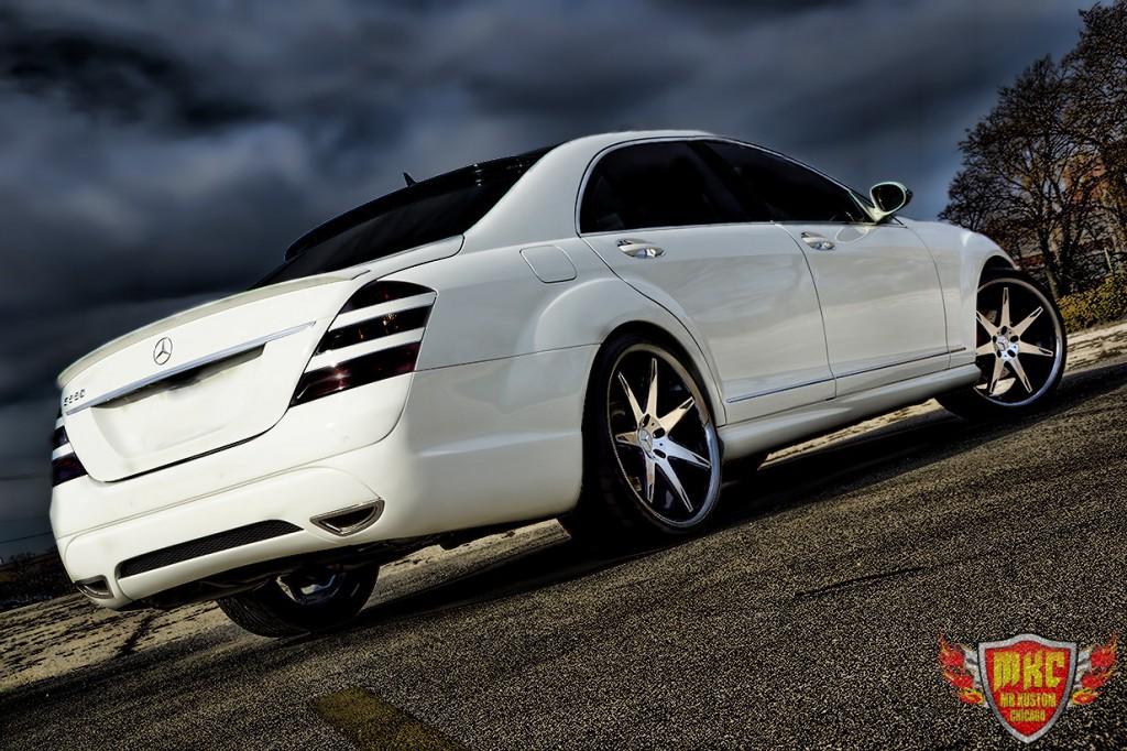 Custom mercedes benz s550 grille smoked lights for Mercedes benz brake light bulb